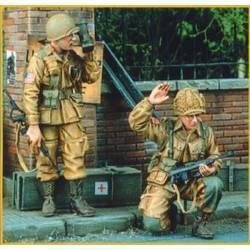 Para US avec US M1 & radio - Juin 1944 (2 fig)